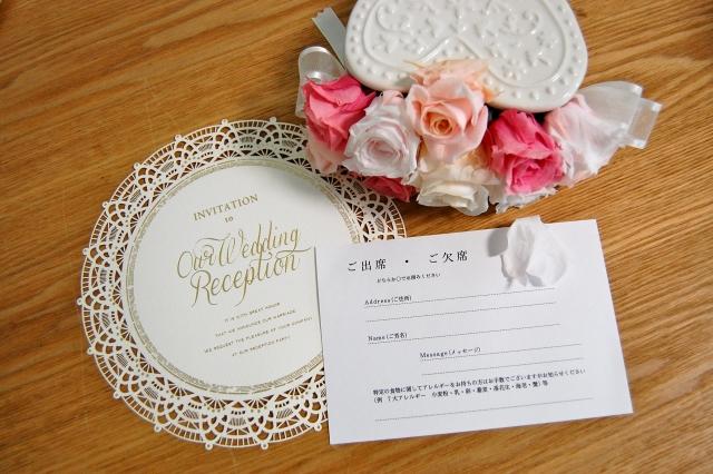 友人から結婚式の招待状が届いたけれど、どういう風に記入して返信すればいいんだろう\u2026? 私も初めて結婚式 ・披露宴の招待のはがきが送られてきた時は迷いました。