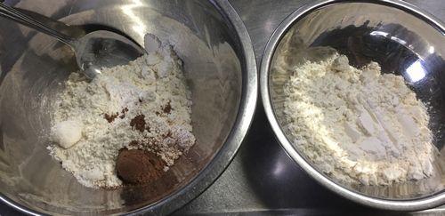 クッキー作り 小麦粉とココア