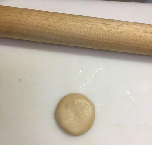 クッキー生地を伸ばす